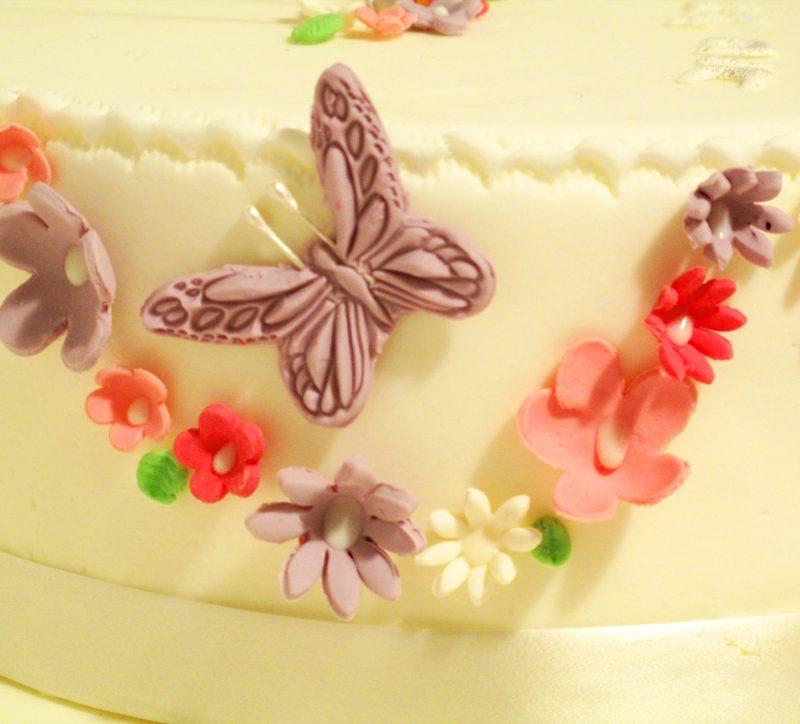 עוגת פרחים ופרפר